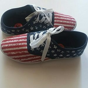 NEW Capello NY Stars & Stripes Sneaker Shoes